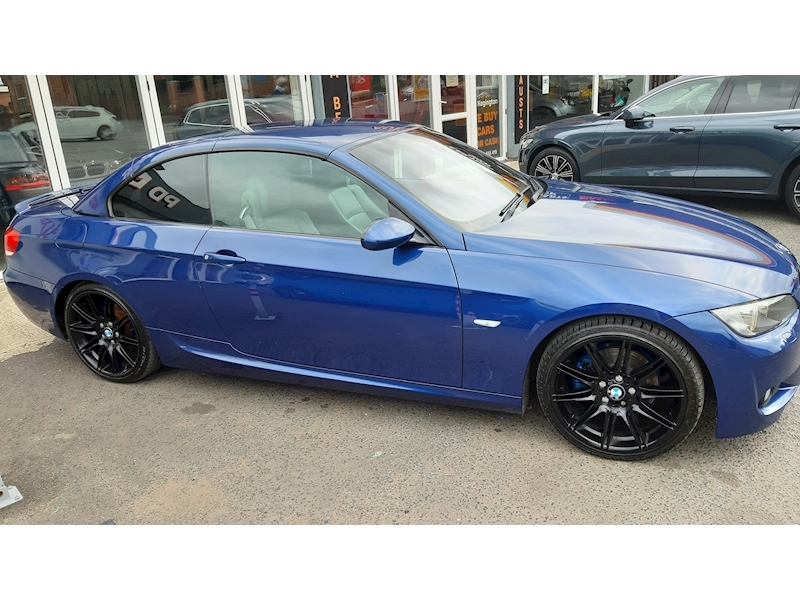 BMW 3 Series 320i M Sport Convertible - Large 4