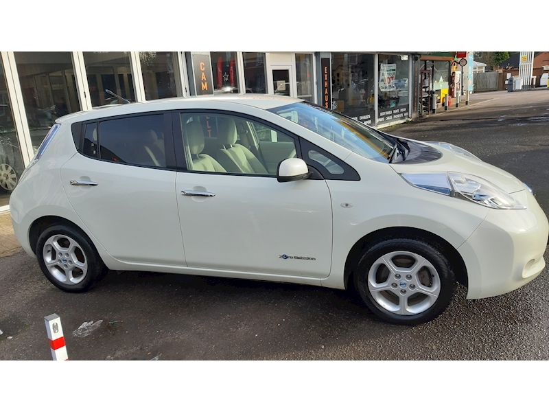 Nissan Leaf (24kWh) Hatchback 5dr Electric Automatic (107 bhp) - Large 2