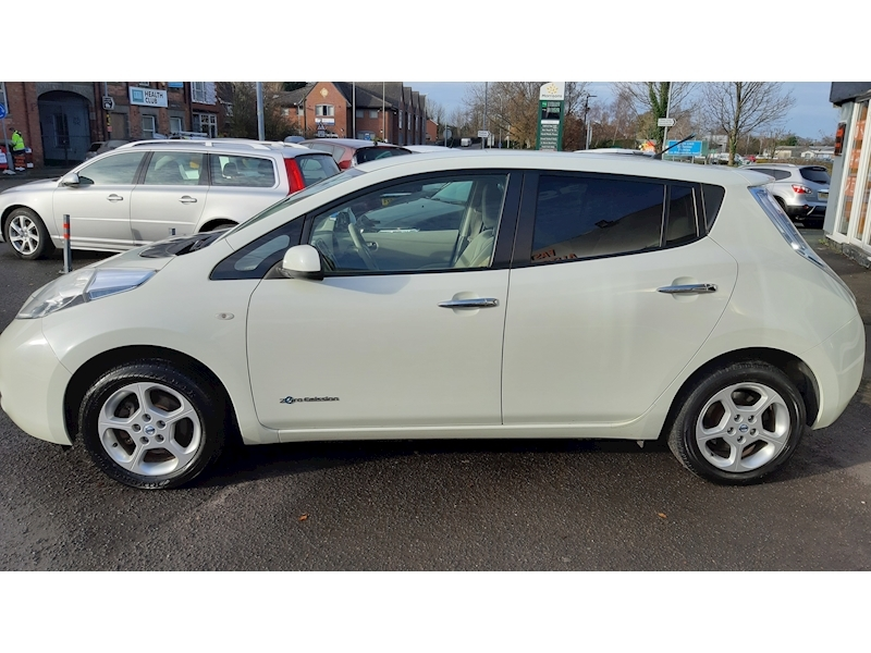 Nissan Leaf (24kWh) Hatchback 5dr Electric Automatic (107 bhp) - Large 4