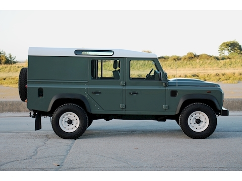 Defender 110 Td Utility Wagon 2.2 5dr Light 4X4 Utility Manual Diesel