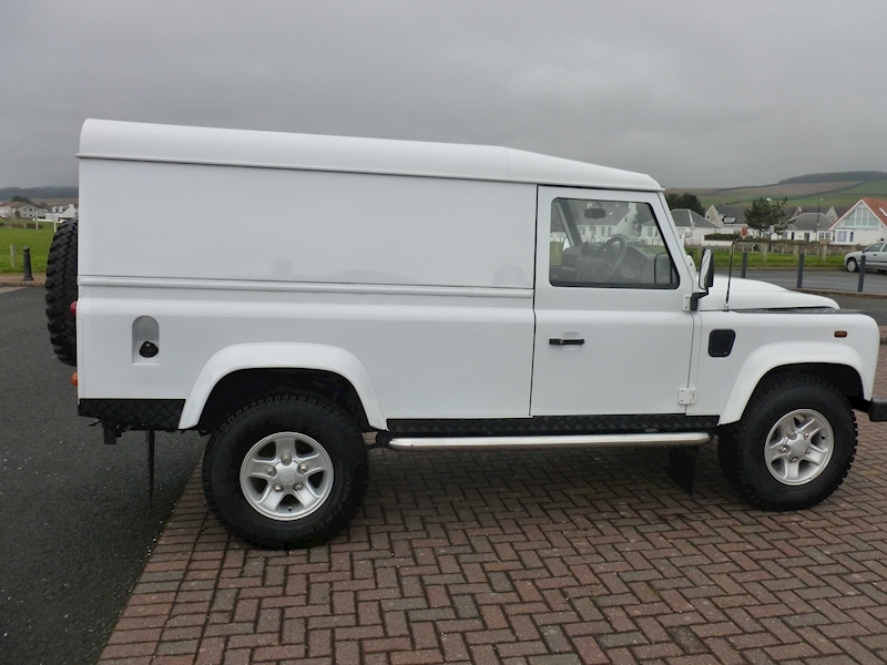 Defender 110 Dcb Hard Top Lwb Light 4X4 Utility 2.4 Manual Diesel