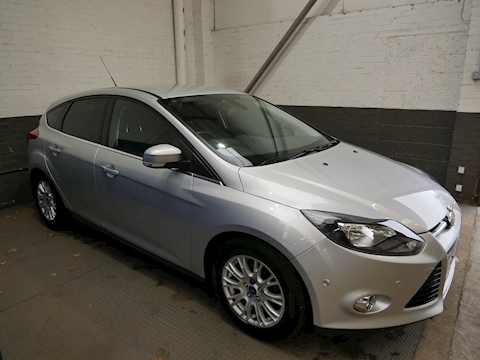 Ford Focus Titanium Hatchback 1.6 Manual Petrol