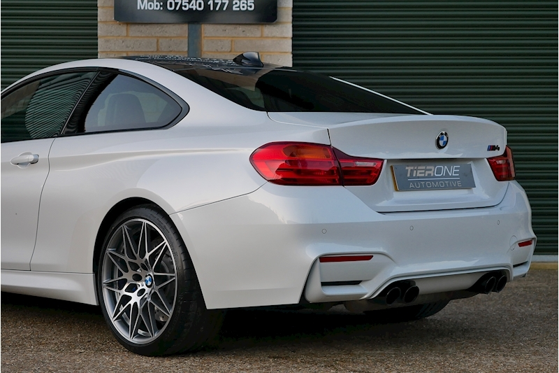 BMW M4 Competition Pack - Large 41