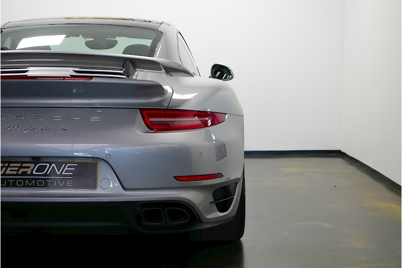 Porsche 911 991 Turbo S - Large 32