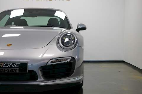 Porsche 911 991 Turbo S - Large 31