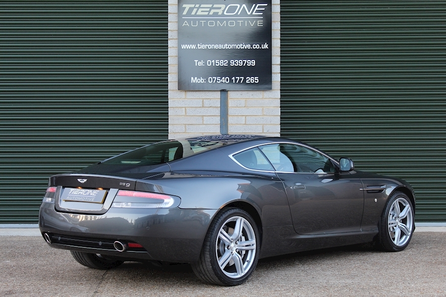 Aston Martin Db9 V12 - Large 1
