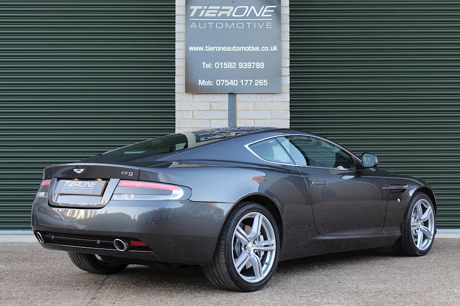 Aston Martin Db9 V12 - Large 32