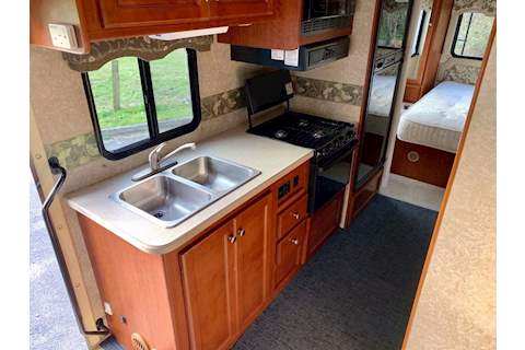 Four Winds   Motor Caravan 6.0 Diesel