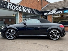 TTS 2.0TFSi (310PS) Black Edition Roadster Quattro S-Tronic Automatic - Thumb 7