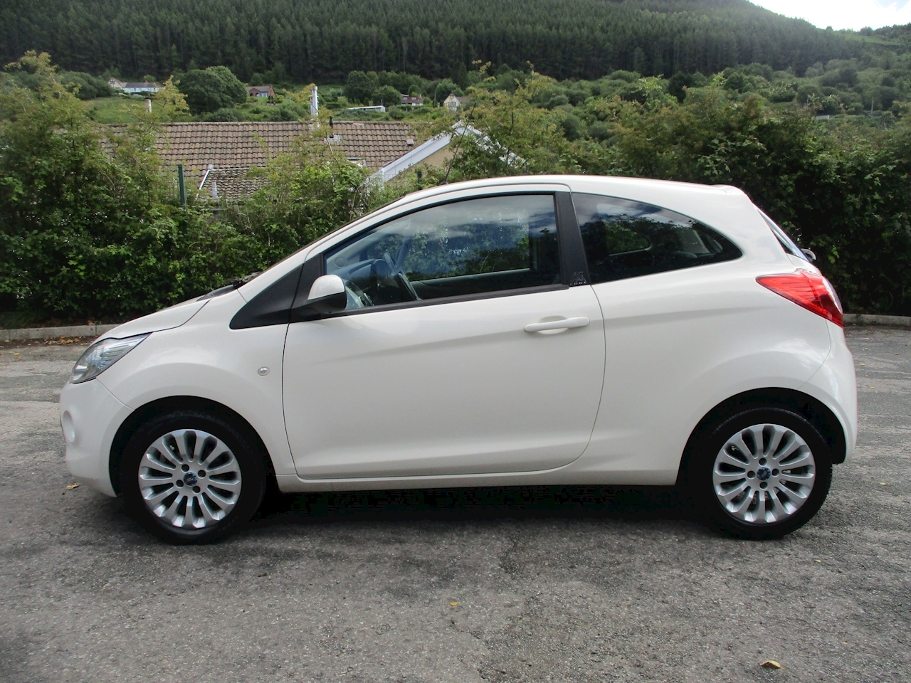 Ka Edge Hatchback 1.2 Manual Petrol