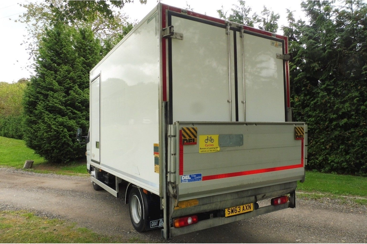 Mitsubishi Canter 7C18 Refrigerated Dual Compartment Box with Tail Lift 3 Phase Standby 4dr Large Fridge Van Auto Diesel