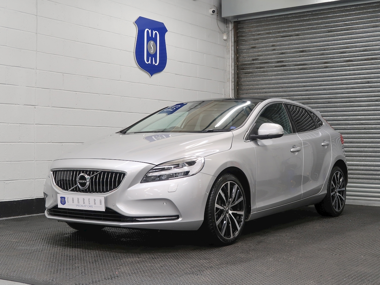 Volvo 2.0 D3 Inscription Edition Hatchback 5dr Diesel Auto (s/s) (150 ps)
