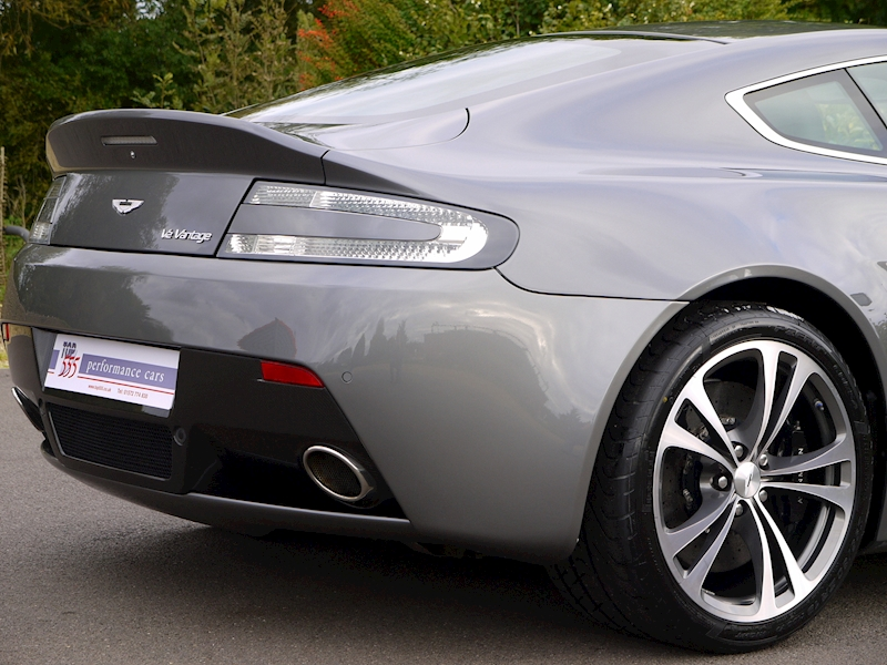 Aston Martin V12 Vantage Manual - Large 8