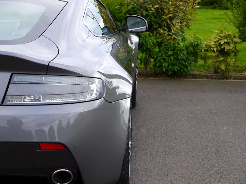 Aston Martin V12 Vantage Manual - Large 11