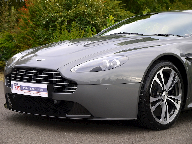 Aston Martin V12 Vantage Manual - Large 15