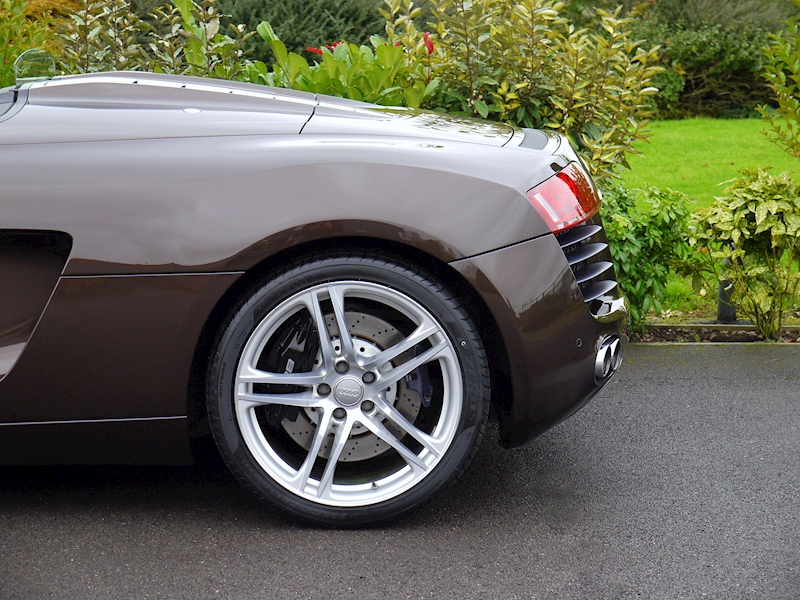 Audi R8 Spyder 4.2 V8 Manual - Large 3