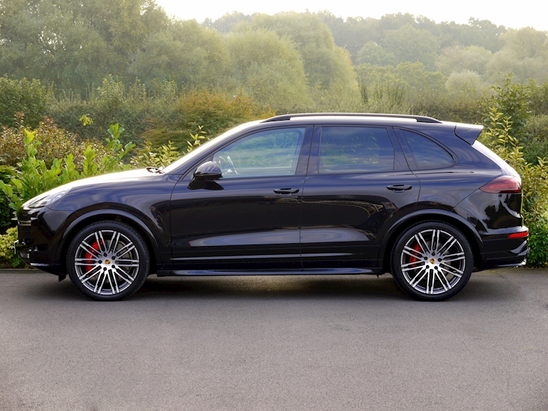 Porsche Cayenne V8 Turbo 4.8 - Large 3