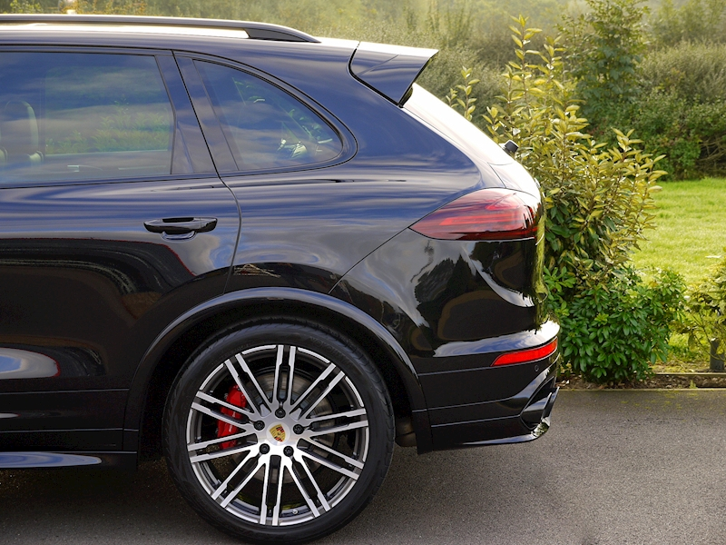 Porsche Cayenne V8 Turbo 4.8 - Large 4