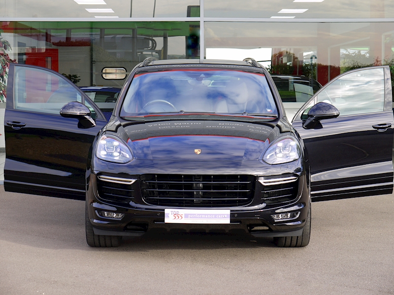 Porsche Cayenne V8 Turbo 4.8 - Large 38