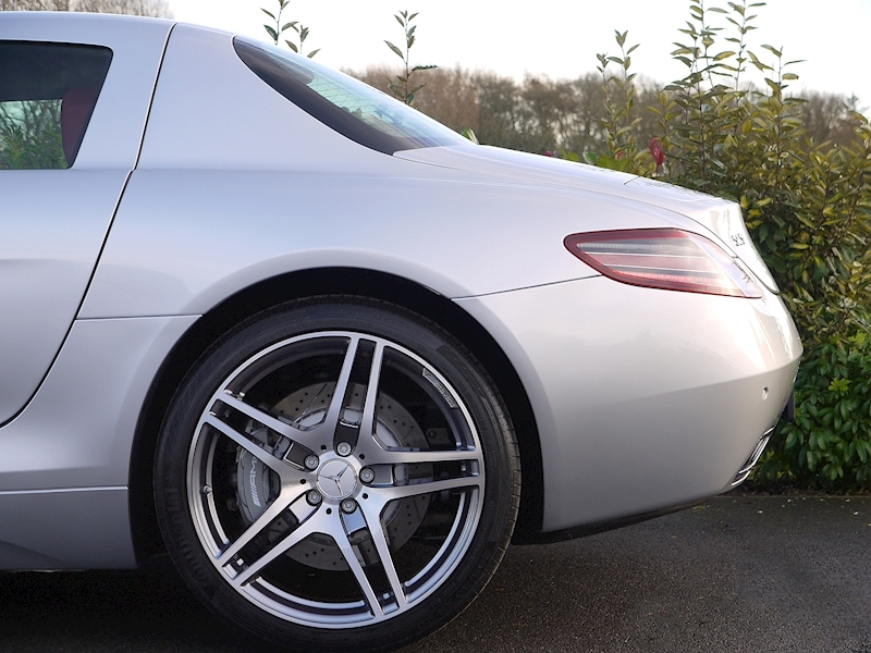 Mercedes-Benz SLS AMG COUPE 6.2 - Large 3