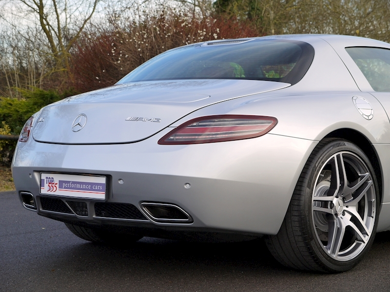 Mercedes-Benz SLS AMG COUPE 6.2 - Large 11
