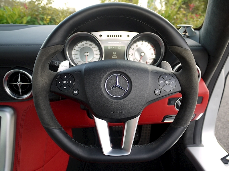 Mercedes-Benz SLS AMG COUPE 6.2 - Large 26