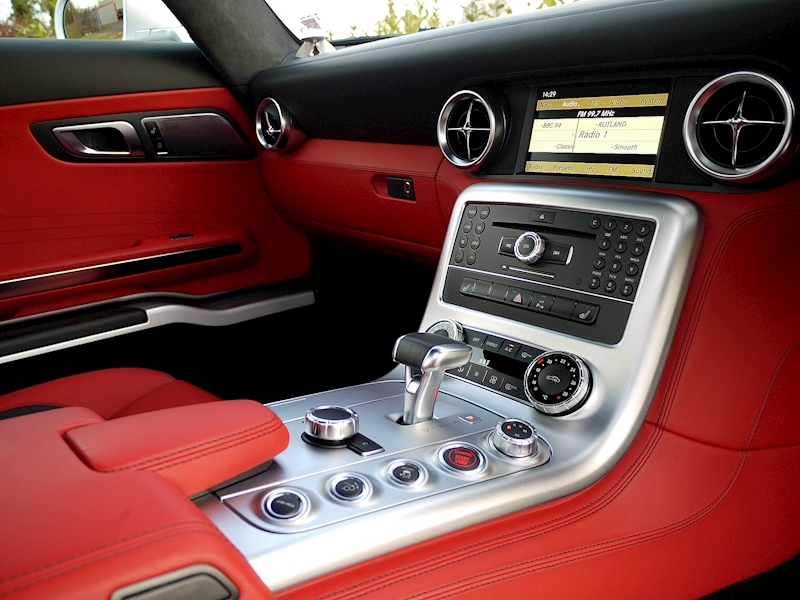 Mercedes-Benz SLS AMG COUPE 6.2 - Large 28