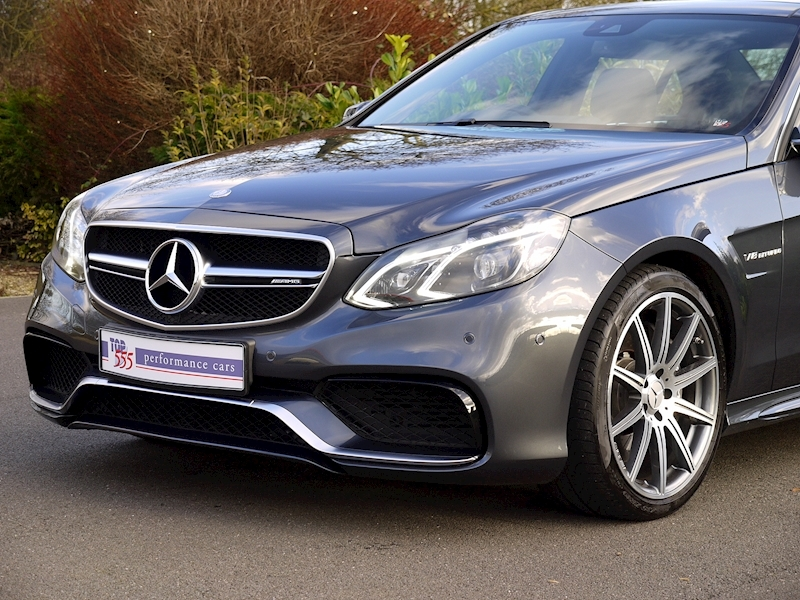 Mercedes E63 AMG 5.5 Saloon - Large 12
