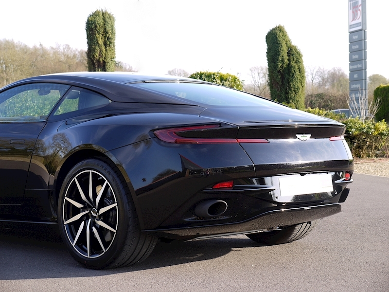 Aston Martin DB11 V12 - Launch Edition - Large 31