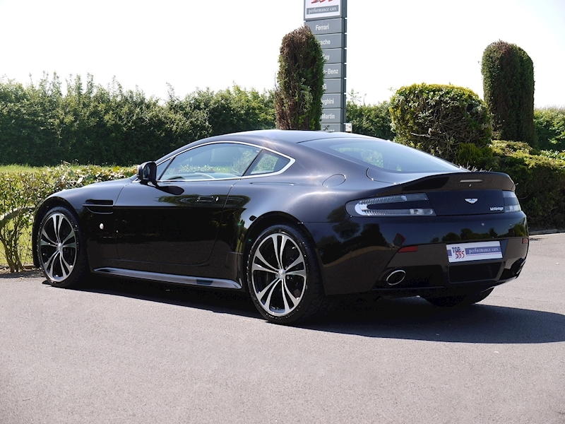 Aston Martin V12 Vantage Carbon Black Edition - Large 8