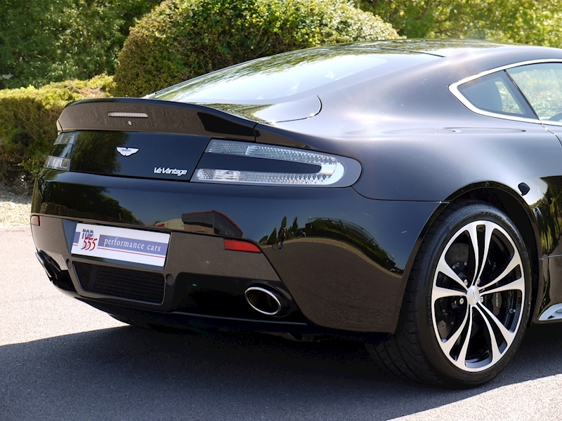 Aston Martin V12 Vantage Carbon Black Edition - Large 9