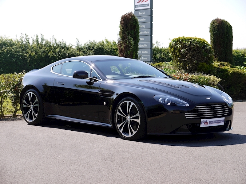 Aston Martin V12 Vantage Carbon Black Edition - Large 15