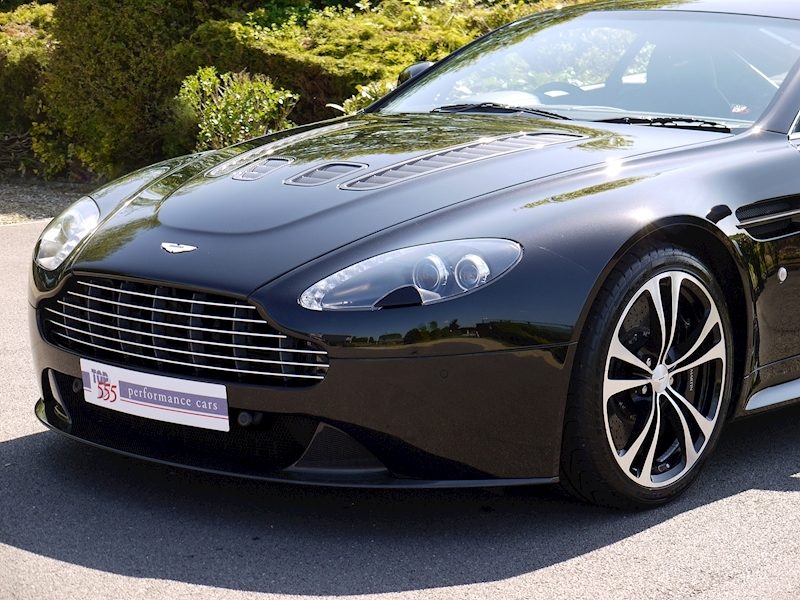 Aston Martin V12 Vantage Carbon Black Edition - Large 16