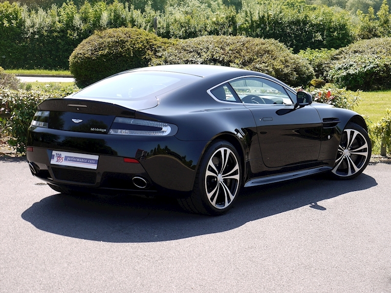 Aston Martin V12 Vantage Carbon Black Edition - Large 22