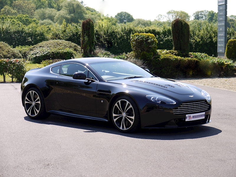Aston Martin V12 Vantage Carbon Black Edition - Large 25