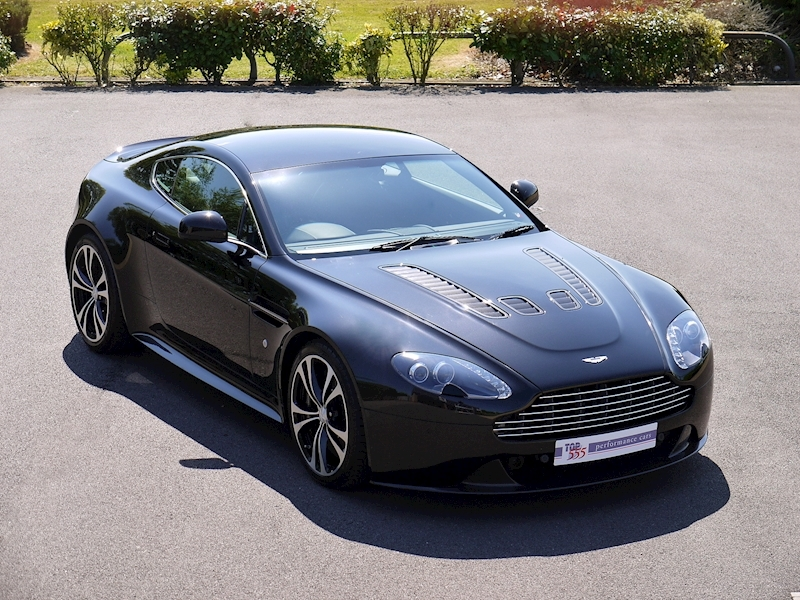 Aston Martin V12 Vantage Carbon Black Edition - Large 0