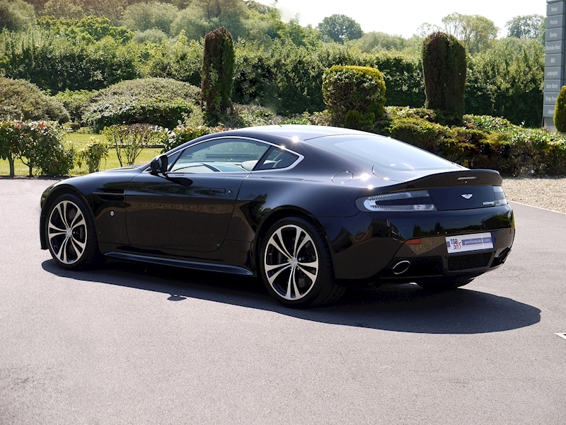 Aston Martin V12 Vantage Carbon Black Edition - Large 27