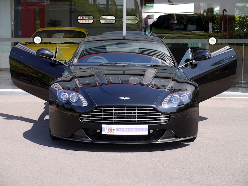 Aston Martin V12 Vantage Carbon Black Edition - Large 28