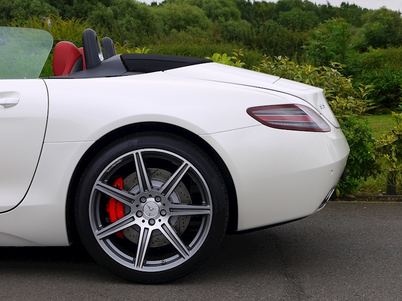 Mercedes-Benz SLS AMG Roadster 6.2 - Large 3