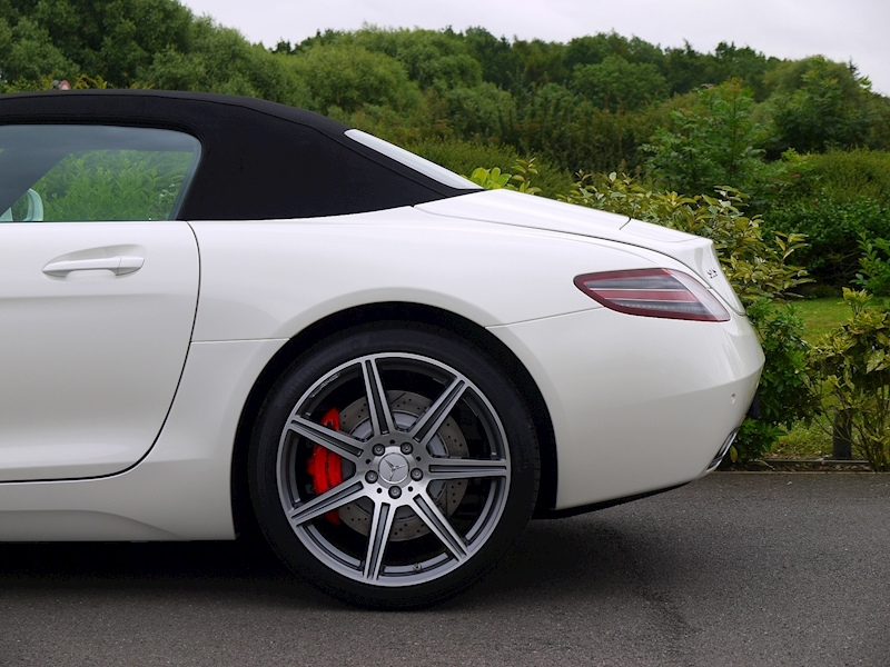 Mercedes-Benz SLS AMG Roadster 6.2 - Large 9