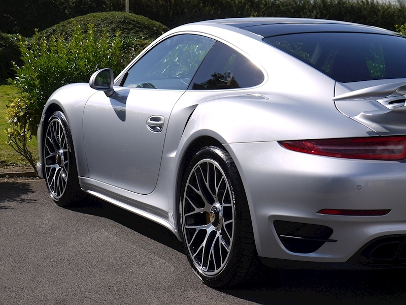 Porsche 911 (991) Turbo S Coupe 3.8 PDK - Large 13