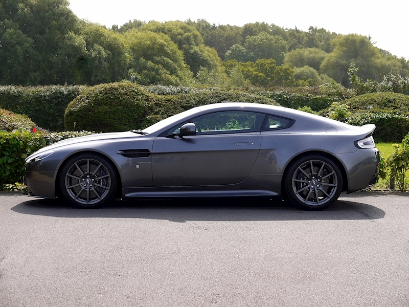 Aston Martin V12 Vantage S - Manual - Large 3
