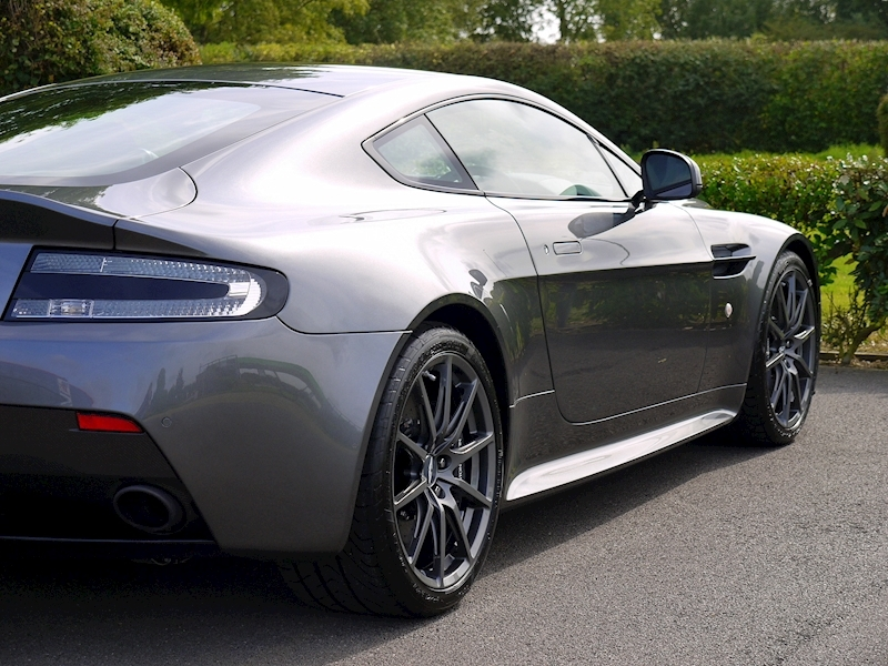 Aston Martin V12 Vantage S - Manual - Large 16