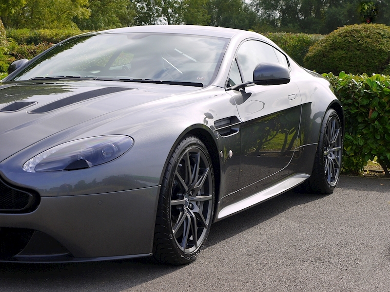 Aston Martin V12 Vantage S - Manual - Large 22