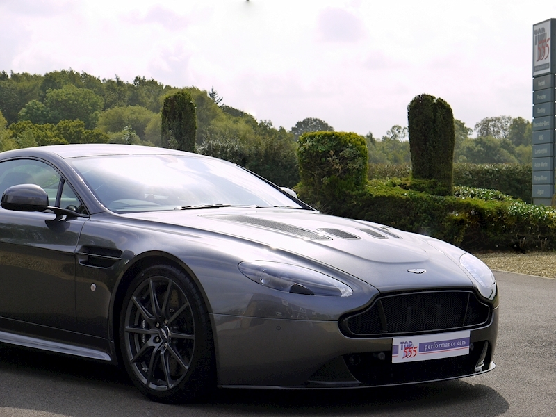 Aston Martin V12 Vantage S - Manual - Large 35