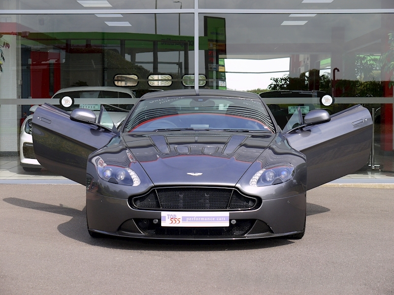 Aston Martin V12 Vantage S - Manual - Large 41