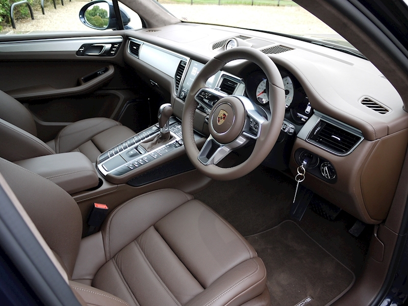Porsche Macan Turbo with Performance Package - Large 1