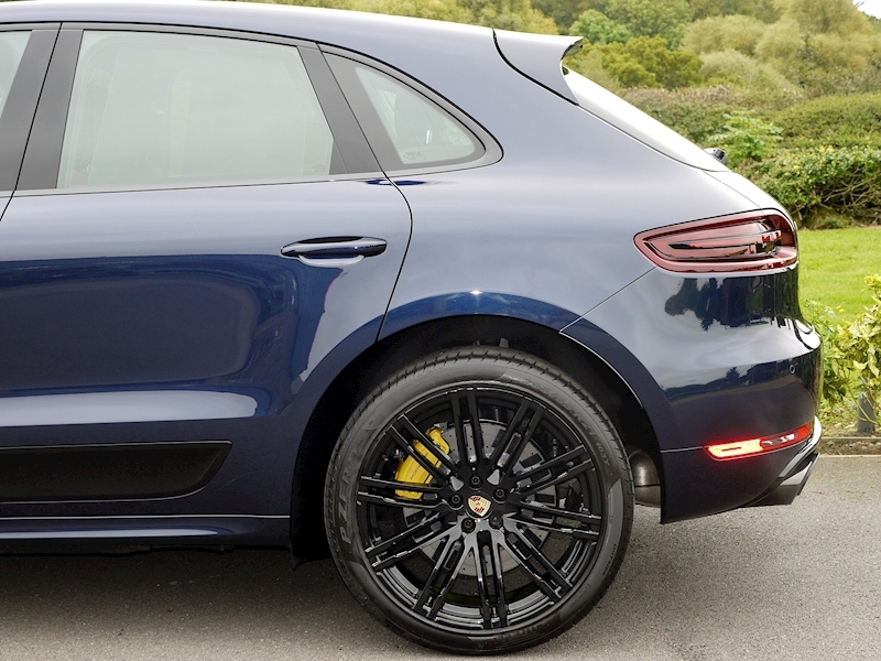 Porsche Macan Turbo with Performance Package - Large 7