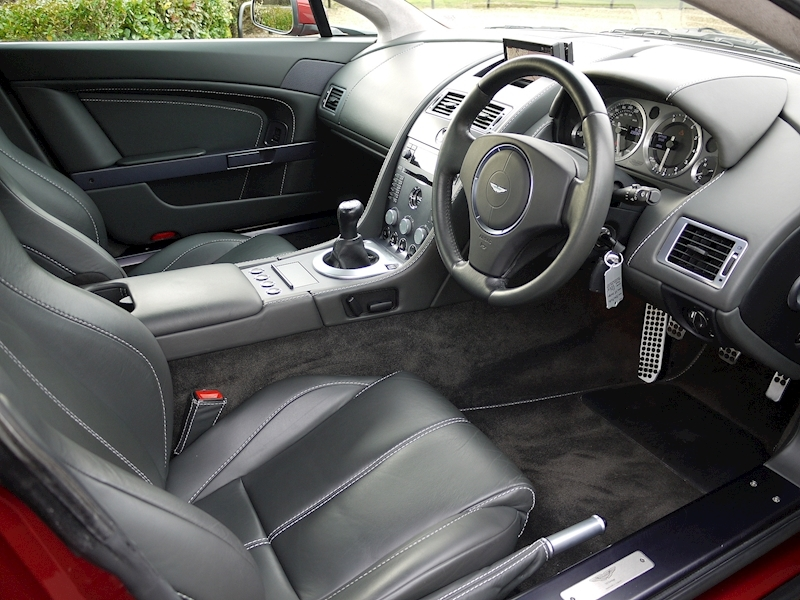 Aston Martin V8 Vantage 4.3 Manual - Large 1