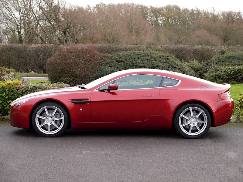 Aston Martin V8 Vantage 4.3 Manual - Large 2